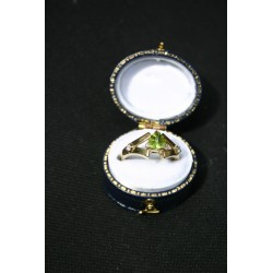 Vintage English gold ring Peridot, diamonds